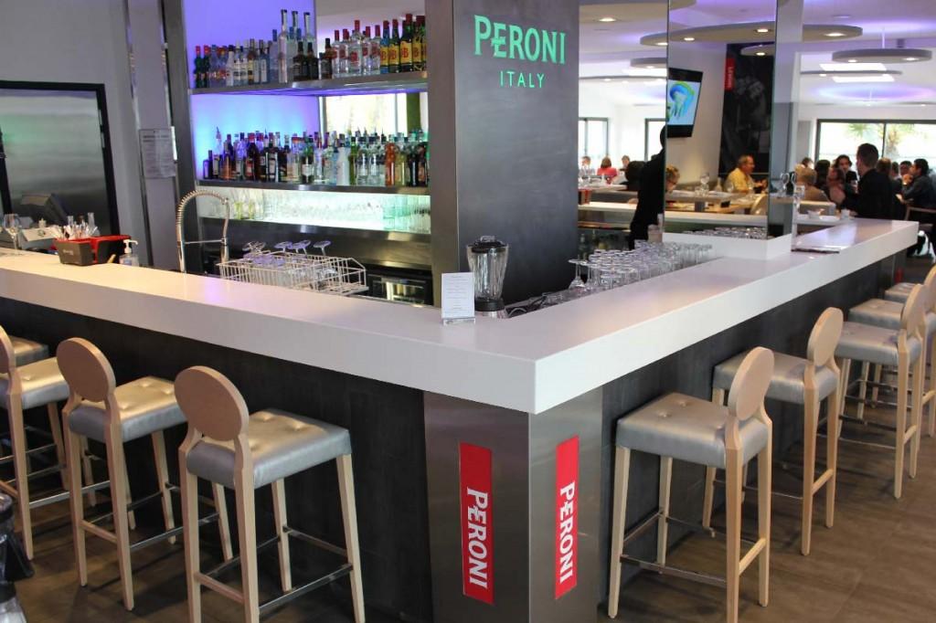 Bar - comptoir d'hôtel hygiénique et facilement nettoyable