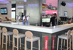 Bar - comptoir hygiénique car non poreux, facile à nettoyer et résistant