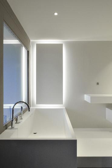 Aménagement de salle de bains : baignoire en V-korr