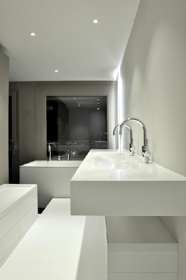 Salle de bains : plan vasque et baignoire