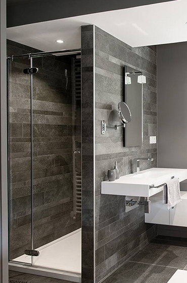 Shower made with Solid Surface