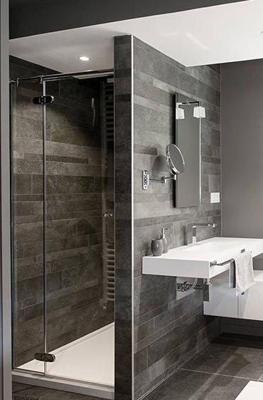 Rangements, vasque et receveur de douche en V-korr