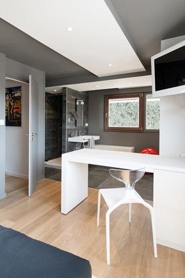 Table et chaises en Solid Surface