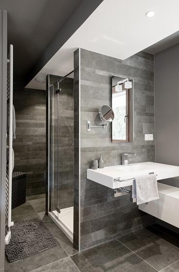 Bathroom washbasin and shower