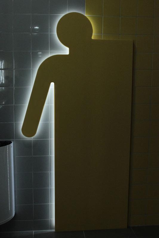 Silhouette homme rétroéclairée grâce aux LEDS