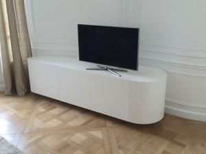 Meuble TV en V-korr, avec rangements intégrés