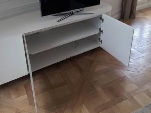 Meuble TV en V-korr avec rangements