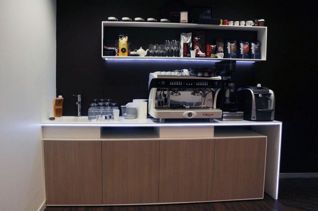 Meuble de machine à café avec éclairage LEDS et placard en résine