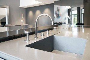Kitchen worktop with integrated drainer