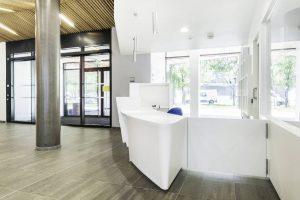 Banque d'accueil thermoformée en Solid Surface