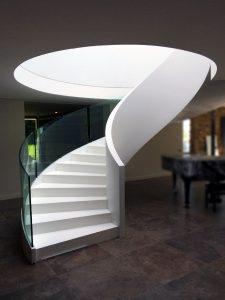 Escalier hélicoïdal en résine de synthèse