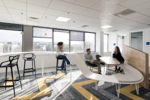 Table de réunion pour open space en résine de synthèse