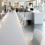Table en Solid surface pour restauration