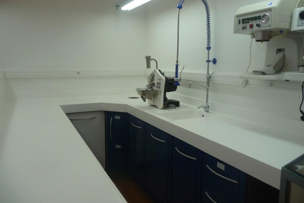 V-korr est idéal pour les paillasses de laboratoires d'analyses