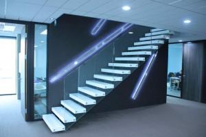 Escalier avec marches en V-korr