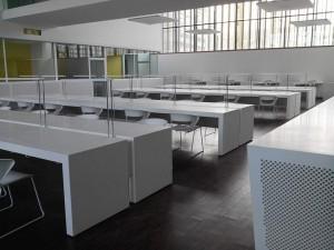 Tables de lecture en résine de synthèse