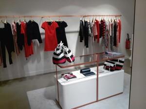 Mobilier central en V-korr - boutique Sonia Rykiel