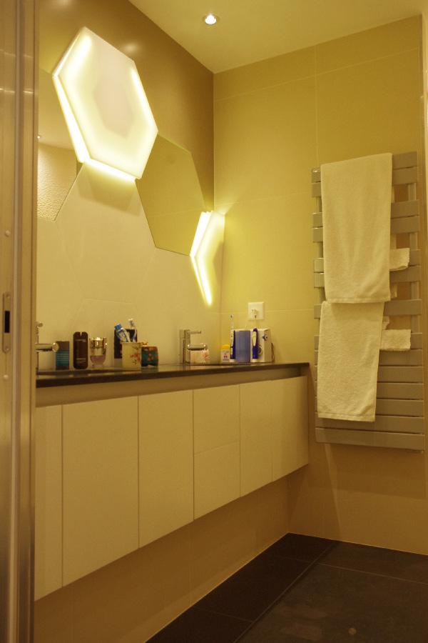 Habillage de salle de bains en résine de synthèse V-korr