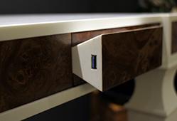Chargeur sans fil pour téléphones, intégré dans le mobilier