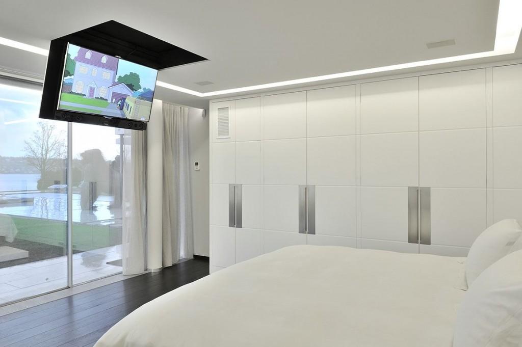 Habillage intérieur de la chambre : placards en résine blanche