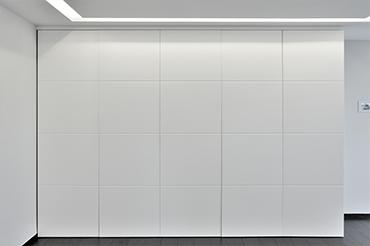 Habillage intérieur de la cuisine avec des panneaux de résine - fermé