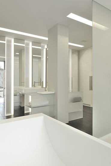 Baignoire et vasque de salle de bains