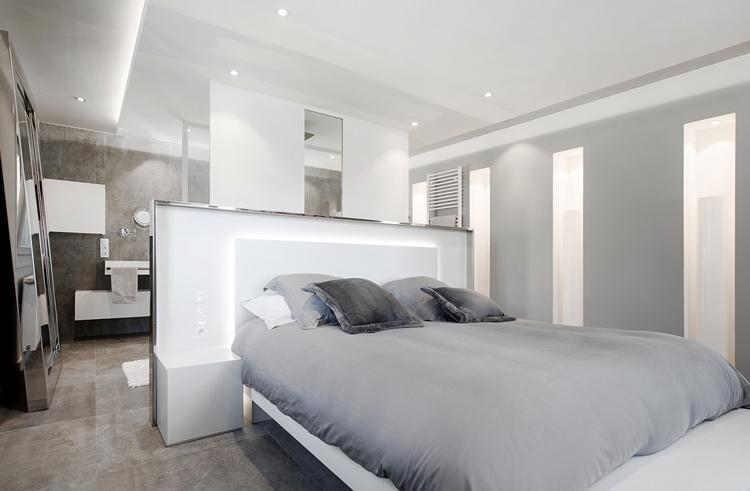 Habillage du lit et éclairage de la tête de lit