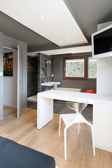 Table et chaises en Solid Surface
