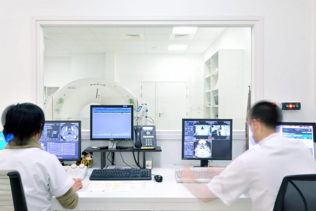 Table en V-korr pour le département Radiologie