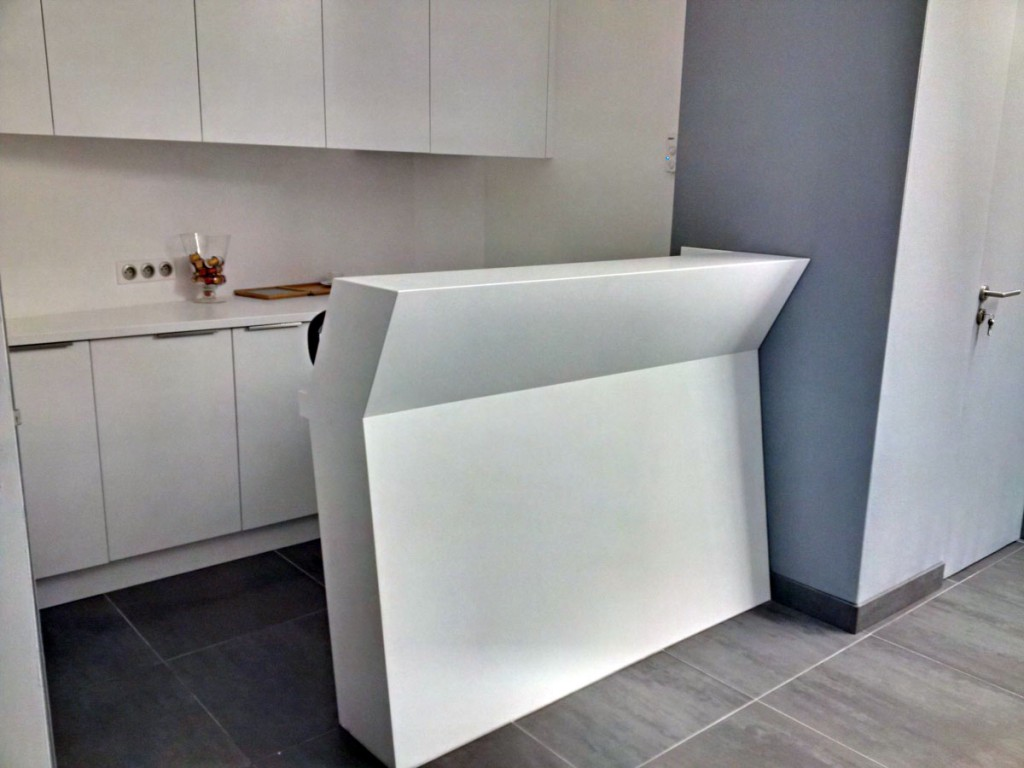 Bar en Solid Surface V-korr