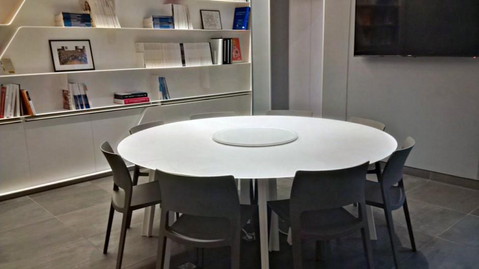 Table de réunion en V-korr Creative Surface