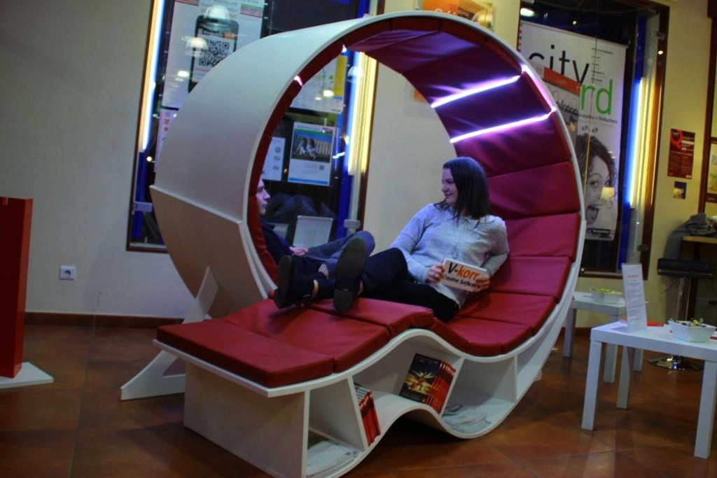 Mobilier design créatif : Banquette + bibliothèque Loop