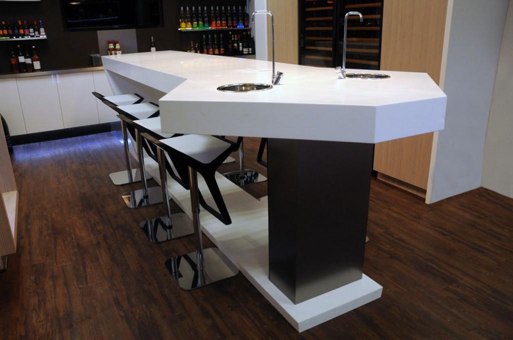 Table principale du showroom