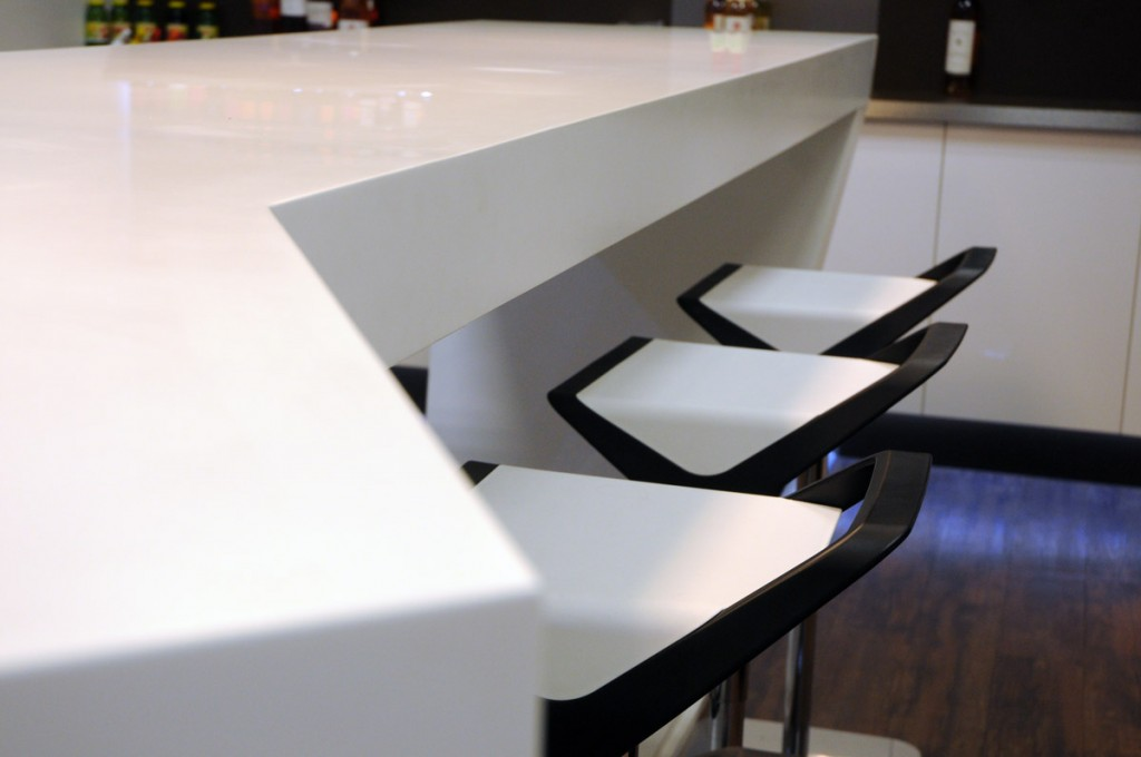 Table centrale avec chaises assorties