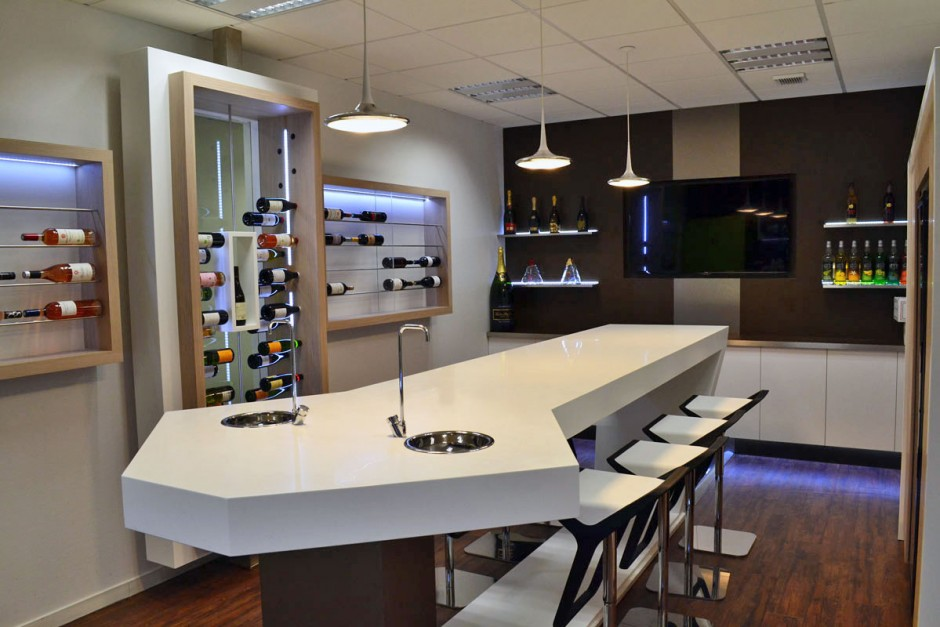 Table mobilier showroom Solid Surface