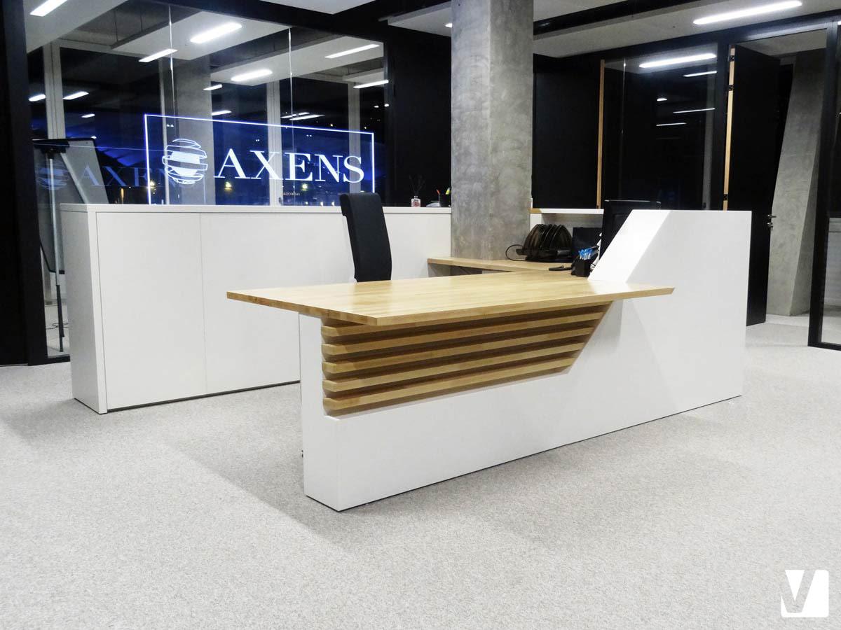 Mobilier de bureau en solid surface banque et tables pour axens