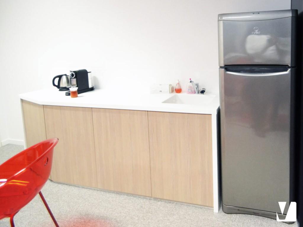Meuble de cuisine : plan de travail, évier intégré