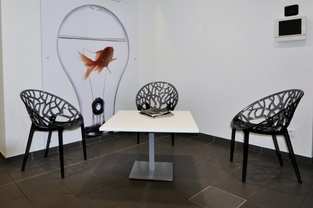 Table en résine de synthèse - espace accueil