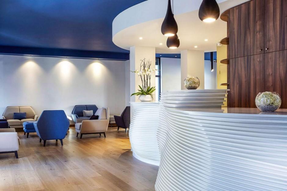 Bar et banque d'accueil en Solid Surface