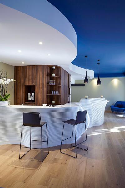 Partie comptoir de bar - Mobilier hôtelier en Solid Surface