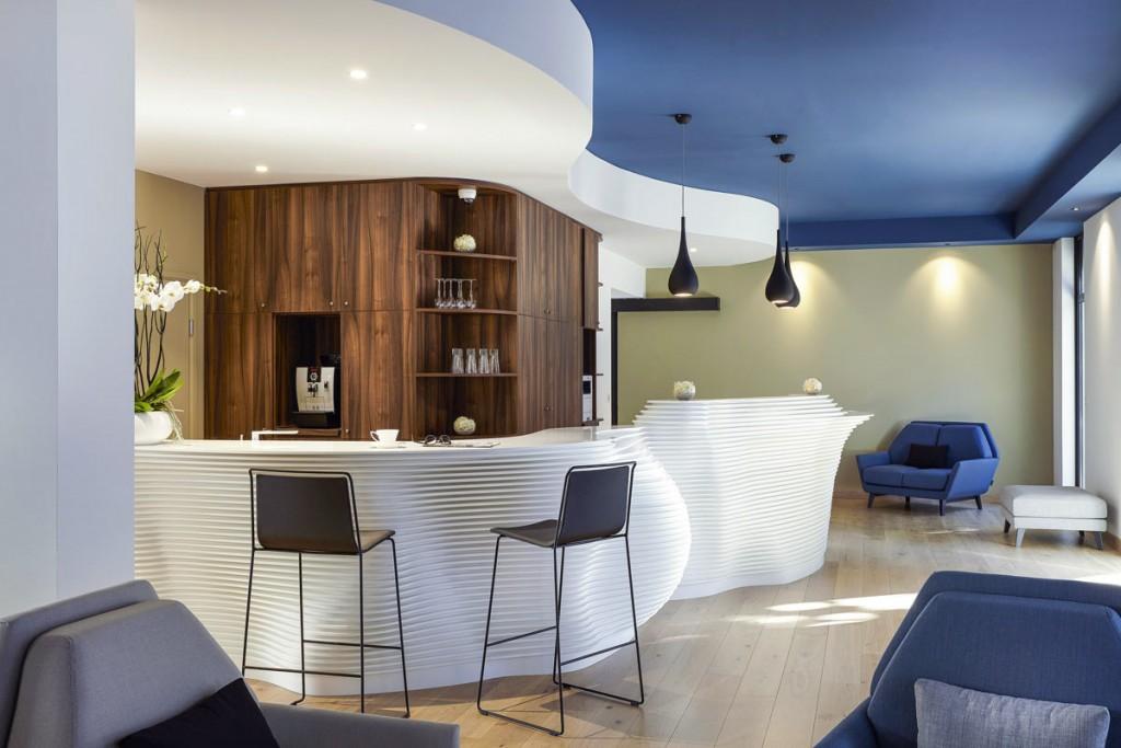 Bar et banque d'accueil - mobilier hôtelier Solid Surface