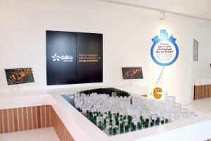 Table interactive avec contours en résine acrylique V-korr