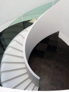 Escalier en Solid Surface hélicoïdal