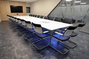 Table de réunion connectée en Solid Surface V-korr