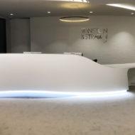 Aménagement de la réception du siège social de Winston & Strawn en Solid Surface
